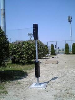 外周警備用赤外線センサー。4段ビームをポールに2台設置